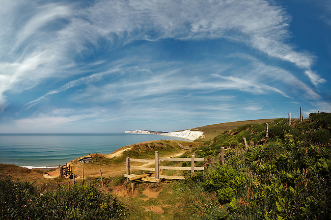 A Panoramic Vertorama of Cirrus Clouds over Compton Bay<br />