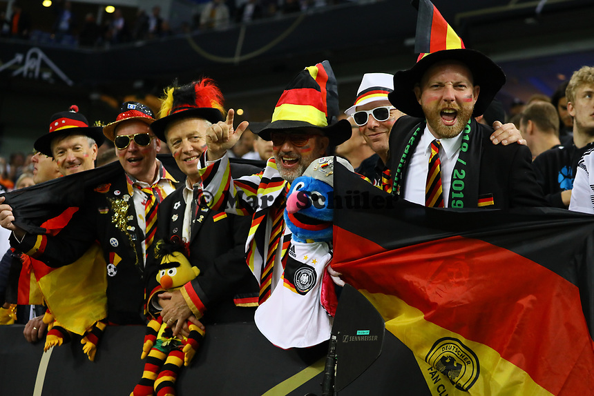 Deutsche Fans feiern - 06.09.2019: Deutschland vs. Niederlande, Volksparkstadion Hamburg, EM-Qualifikation DISCLAIMER: DFB regulations prohibit any use of photographs as image sequences and/or quasi-video.