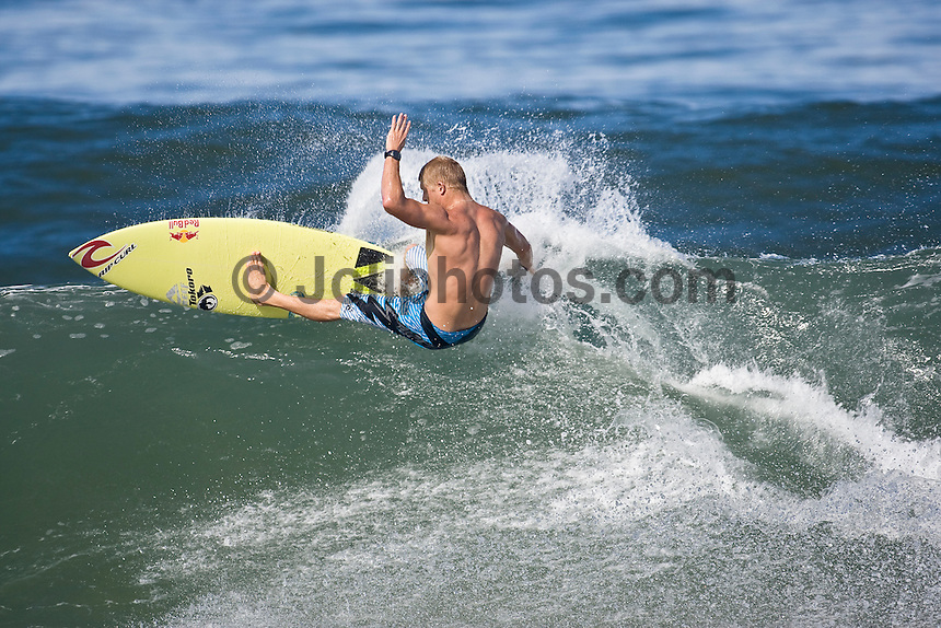 MICK FANNING (AUS) surfing at Off The Wall-Backdoor, North Shore of Oahu, Hawaii. Photo: joliphotos.com