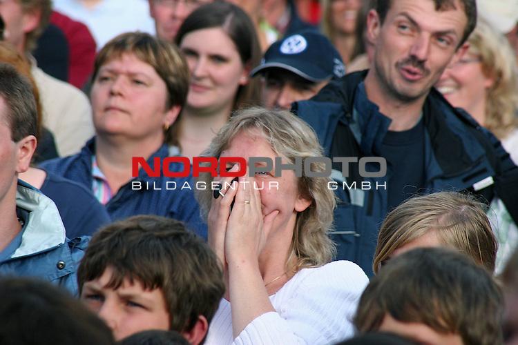 BBL 2006/2007 PlayOff - Finale 3. Spiel - <br />Brose Baskets Bamberg vs. Artland Dragons<br /><br />Public Viewing auf dem Quakenbr&Yuml;cker Marktplatz<br /><br /><br />Foto &copy; nph ( nordphoto )<br /><br /> *** Local Caption ***