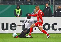 Danny da Costa (Eintracht Frankfurt) gegen Robin Quaison (1. FSV Mainz 05) - 07.02.2018: Eintracht Frankfurt vs. 1. FSV Mainz 05, DFB-Pokal Viertelfinale, Commerzbank Arena