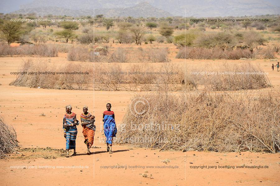 KENYA, Marsabit, Samburu village Hargura, Samburu is a pastoral tribe, temporary shelter with thorn shrub fence / KENIA, Samburu Dorf mit Dornenhecken