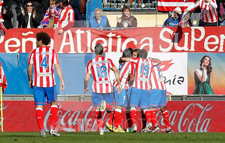 Madrid (04/12/2011).- Estadio Vicente Calderon..LIGA BBVA 15ª Jornada.Atletico de Madrid - Rayo Vallecano..Los jugadores del Atco. Madrid celebra un gol.......