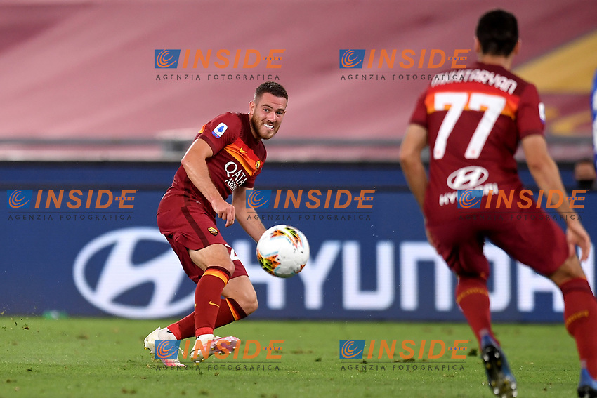 Jordan Veretout of AS Roma in action during the Serie A football match between AS Roma and ACF Fiorentina at stadio Olimpico in Roma (Italy), July 26th, 2020. Play resumes behind closed doors following the outbreak of the coronavirus disease. <br /> Photo Antonietta Baldassarre / Insidefoto