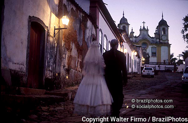 Bride and her father in the streets of Tiradentes on their way to the church. State: Minas Gerais, Brazil.