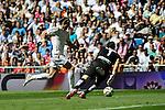 Real Madrid´s Gareth Bale and Granada´s goalkeeper Oier Olazabal during 2014-15 La Liga match between Real Madrid and Granada at Santiago Bernabeu stadium in Madrid, Spain. April 05, 2015. (ALTERPHOTOS/Luis Fernandez)