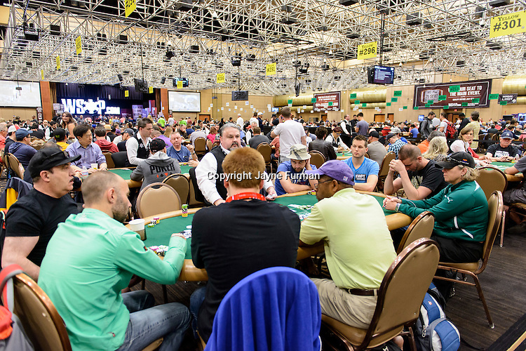 Players in Event #51: $1,500 No-Limit Hold'em Monster Stack pack the Pavilion Room