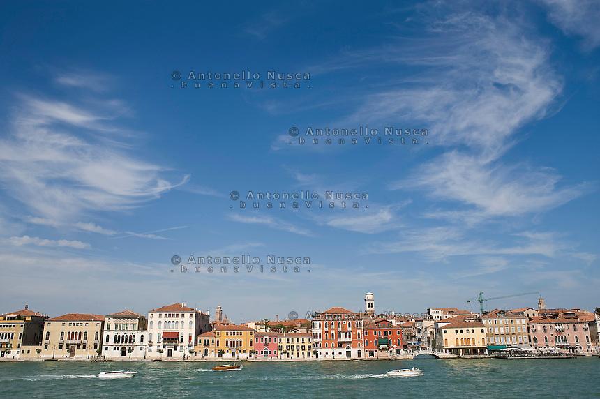 Le caratteristiche costruzioni di Venezia che si affacciano nella laguna.