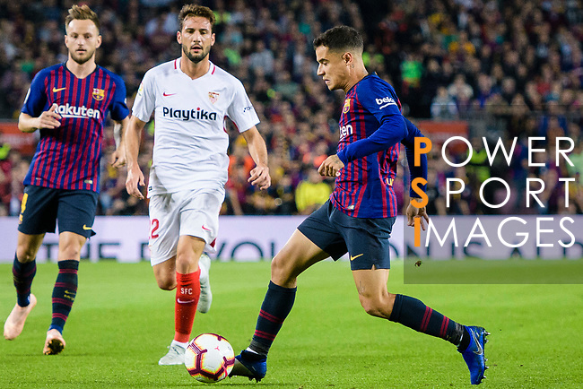 Philippe Coutinho of FC Barcelona (R) runs with the ball during the La Liga 2018-19 match between FC Barcelona and Sevilla FC at Camp Nou Stadium on October 20 2018 in Barcelona, Spain. Photo by Vicens Gimenez / Power Sport Images