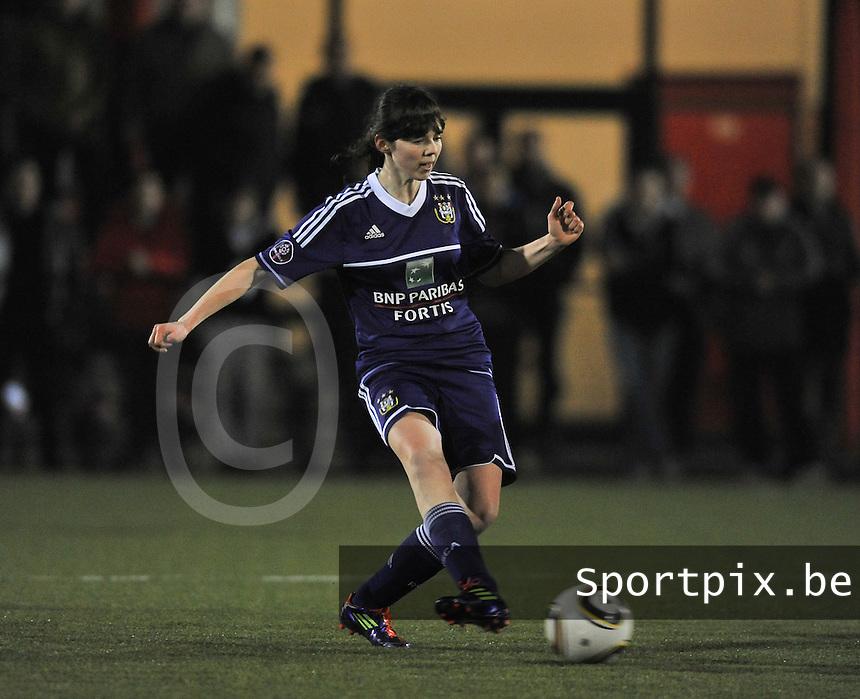 RSC Anderlecht - Standard Femina : Julie Van Gysel.foto DAVID CATRY / Vrouwenteam.be