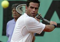 20030527, Paris, Tennis, Roland Garros, Raemon Sluiter verliest van Arazi