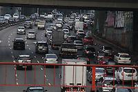 SAO PAULO, SP, 20-02-2013, TRANSITO. A ligacao Leste Oeste apresenta transito intenso na manha dessa Quarta-feira (20) no sentido do centro de Sao Paulo.  Luiz Guarnieri/ Brazil Photo Press.