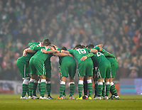 29th March 2015; UEFA EURO 2016 Championship Qualifier Group D, Ireland vs Poland, Aviva Stadium, Dublin<br /> Republic of Ireland players gather for a team huddle before the game.<br /> Picture credit: Tommy Grealy/actionshots.ie.