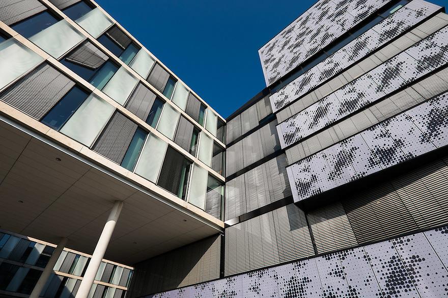 Nederland, Amsterdam, 13 feb 2015<br /> Amsterdam Science Park. Het Science Park in Amsterdam-oost is volop in ontwikkeling, met de universiteit van Amsterdam als middelpunt. <br /> Gebouw van de Universiteit van Amsterdam, UvA<br /> Foto: (c) Michiel Wijnbergh
