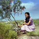 """Кадр из фильма """"Три дня праздника"""" (1981), СССР, Казахфильм; Режиссер: Серик Райбаев; В ролях: Гульнара Дусматова. / Filmstill """"Tri dnya prazdnika"""" (1981), USSR; Director: Serik Raibaev; Stars: Gulnara Dusmatova;"""