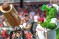 PHILADELPHIA - AUGUST 12: Former Philadelphia Phillie and Hall of Famer Mike Schmidt shoots hot dogs into the stands during a game against the St. Louis Cardinals at Citizens Bank Park on August 12, 2012 in Philadelphia, Pennsylvania. The Phillies won 8-7. (Photo by Hunter Martin/Getty Images) *** Local Caption *** Mike Schmidt