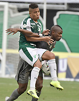 PALMIRA - COLOMBIA, 03-08-2019: Feiver Mercado del Cali disputa el balón con Andres Murillo de Equidad durante partido entre Deportivo Cali y La Equidad por la fecha 4 de la Liga Águila II 2019 jugado en el estadio Deportivo Cali de la ciudad de Palmira. / Feiver Mercado of Cali vies for the ball with Andres Murillo of Equidad during match between Deportivo Cali and La Equidad for the date 4 as part Aguila League II 2019 played at Deportivo Cali stadium in Palmira city. Photo: VizzorImage / Gabriel Aponte / Staff