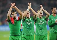 FUSSBALL   1. BUNDESLIGA  SAISON 2011/2012   11. Spieltag   29.10.2011 1.FSV Mainz 05 - SV Werder Bremen Schlussjubel sv Werder Bremen; Sokratis Papastathopoulos, Clemens Fritz, Andreas Wolf (v.li.) mit Dank an die Werder Fans.