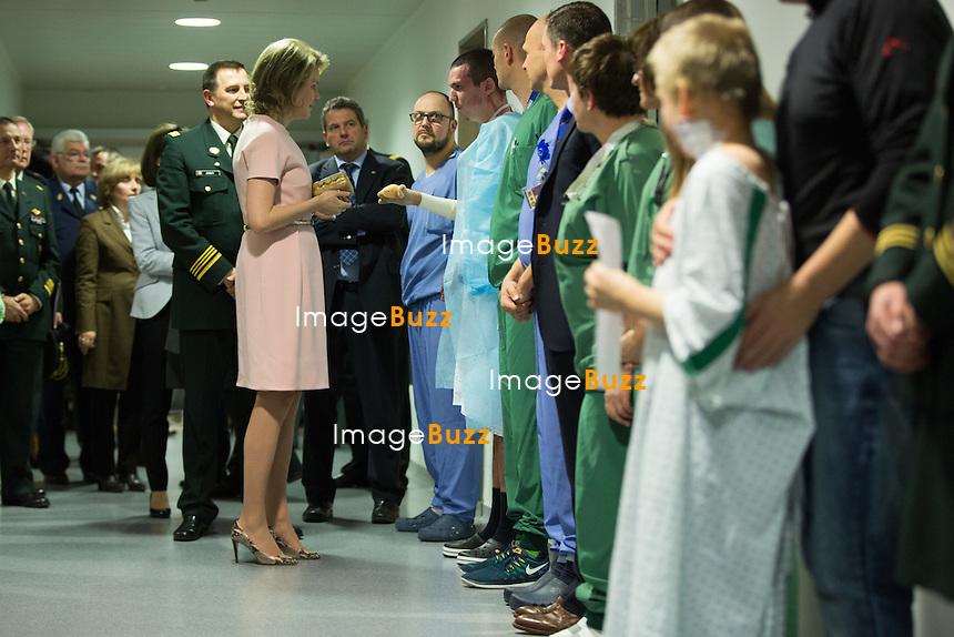 La Reine Mathilde de Belgique lors d'une visite &agrave; l&rsquo;H&ocirc;pital Militaire Reine Astrid &agrave; Neder-over-Heembeek, dans le service des grands br&ucirc;l&eacute;s.<br /> Belgique, Bruxelles, 1er mars 2016.<br /> Queen Mathilde of Belgium during a visit to the military hospital Reine Astrid in Neder-over-Heembeek.<br /> Belgium, Brussels, 1st March 2016