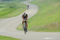 TRIATLON: WARNS: 05-07-2015, Winnaar Jeroen Tiebie (246) uit Callantsoog, favoriet Stefan van der Pal die tijdens het onderdeel hardlopen was uitgestapt door krampverschijnselen op het moment dat hij koploper was, ©foto Martin de Jong
