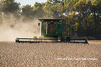 63801-07220 Soybean harvest with John Deere combine in Marion Co. IL