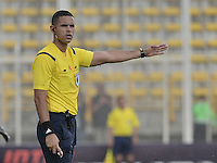 BOGOTÁ -COLOMBIA, 23-08-2015. Carlos Ortega, árbitro, señala una falta durante partido entre Deportes Tolima y Patriotas FC por la fecha 8 de la Liga Águila II 2015 jugado en el estadio Metropolitano de Techo en Bogotá./ Carlos Ortega, referee, signs a foul during match between Deportes Tolima and Patriotas FC for the 8th date of the Aguila League II 2015 played at Metropolitano de Techo stadium in Bogota city. Photo: VizzorImage/ Gabriel Aponte / Staff