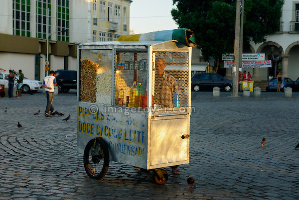 Brazil, Bahia, Salvador: Typical mobile popcorn stall on the plaza Praca Tome de Souza in Pelourinho, the beautifully restored historic center of Salvador de Bahia. --- Info: The district Pelourinho was built by the Portuguese in the 18th and 19th century as a residential and administrative center. Neglected for a greater part of the 20th century, Pelourinho received in 1985 the status as a UNESCO World Heritage Site. Restored it is today the crown jewel of Salvador. --- No signed releases available.