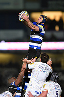 Paul Grant of Bath Rugby wins the ball at a lineout. Aviva Premiership match, between Worcester Warriors and Bath Rugby on January 5, 2018 at Sixways Stadium in Worcester, England. Photo by: Patrick Khachfe / Onside Images
