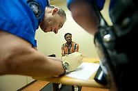 Chiasso, Canton Ticino Svizzera, Stazione, controllo documenti immigrato Eritrea