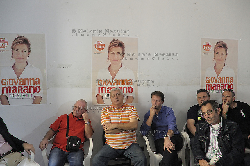 Termini Imerese, sostenitori della candidata Giovanna Marano, durante un incontro in cui erano presenti molti iscritti alla FIOM ed ex operai della FIAT