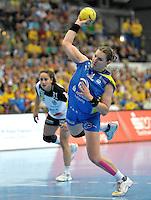 Handball Bundesliga Frauen - Playoff Finale um die deutsche Meisterschaft. Zum Hinspiel empfängt der Handballclub Leipzig (HCL) den Thüringer HC (THC). .IM BILD: Karolina Kudlacz (HCL) beim Siebenmeter  .Foto: Christian Nitsche