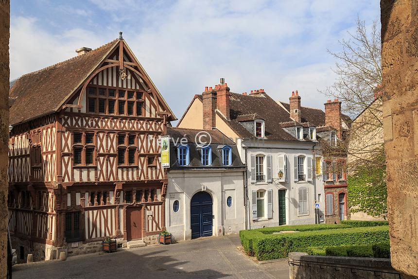 France, Yonne (89), Joigny, maison dite du Bailli ou du Baillage sur la place Saint-Jean // France, Yonne, Joigny, Bailli house at Saint Jean square