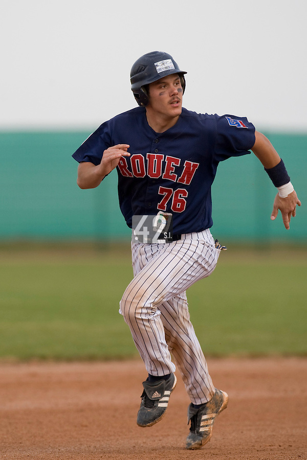 12 Oct 2008: Boris Marche runs the bases during game 2 of the french championship finals between Templiers (Senart) and Huskies (Rouen) in Chartres, France. The Huskies win 7-4 over the Templiers.
