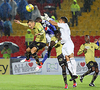 BOGOTÁ -COLOMBIA, 19-04-2013. Wason Rentería(c) de Millonarios disputa el balón con Andrés Correa Osorio (i) y Kevín Piedrahita (d) de Itagüi durante partido de la fecha 12 Liga Postobón 2013-1./ Wason Renteria (c) of Millonarios fights for the ball with Andrés Correa Osorio (l) y Kevín Piedrahita (r) of Itagüi during match of the12th date of Postobon  League 2013-1. Photo: VizzorImage/Felipe Caicedo/Staff