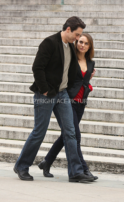 "WWW.ACEPIXS.COM . . . . .  ....December 18 2008, New York City....Actors Natalie Portman and Scott Cohen on the set of the movie "" 17 Photos of Isabel"" in lower Manhattan on December 18 2008 in New York City....Please byline: AJ Sokalner - ACEPIXS.COM..... *** ***..Ace Pictures, Inc:  ..tel: (212) 243 8787..e-mail: info@acepixs.com..web: http://www.acepixs.com"