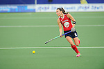 The Hague, Netherlands, June 10: Michelle Kasold #18 of USA looks to pass during the field hockey group match (Women - Group B) between USA and South Africa on June 10, 2014 during the World Cup 2014 at GreenFields Stadium in The Hague, Netherlands. Final score 4-2 (1-0) (Photo by Dirk Markgraf / www.265-images.com) *** Local caption ***