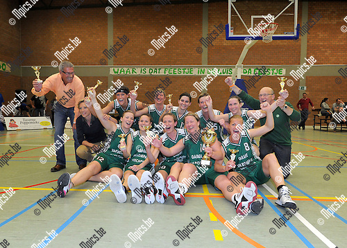 2013-05-11 / Basketbal / seizoen 2012-2013 / Finale beker Van Antwerpen / Gembo - BC Cobras / Gembo viert de bekerwinst..Foto: Mpics.be