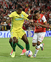 BOGOTÁ -COLOMBIA, 09-07-2017: John Pajoy (Der.) jugador de Santa Fe disputa el balón con Ezequiel Palomeque (Izq.) jugador del Nacional durante el encuentro entre Independiente Santa Fe y Atletico Nacional por la fecha 1 de la Liga Aguila II 2017 jugado en el estadio Nemesio Camacho El Campin de la ciudad de Bogota. / John Pajoy (R) player of Santa Fe struggles for the ball with Ezequiel Palomeque (L) player of Nacional during match between Independiente Santa Fe and Atletico Nacional for the date 1 of the Aguila League II 2017 played at the Nemesio Camacho El Campin Stadium in Bogota city. Photo: VizzorImage/ Gabriel Aponte / Staff