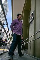 SÃO PAULO, SP, 28.05.2019: OPERAÇÃO CRONOS ll -SP- Com o apoio do Ministério da Justiça e Segurança Pública e a participação de policiais civis de 21 estados e do Distrito Federal, a Operação Cronos II tem como objetivo cumprir  mandados de prisão contra autores de feminicídio e homicídio, chegada de suspeitos na sede do DHPP da Polícia Civil, localizado na Rua Brigadeiro Tobias, bairro da Luz, região central de São Paulo, na tarde desta terça-feira (28). (Foto: Marivaldo Oliveira/Código19)