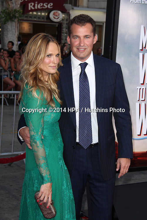 """LOS ANGELES - MAY 15:  Molly Sims, Scott Stuber at the """"A Million Ways To Die In The West"""" World Premiere at Village Theater on May 15, 2014 in Westwood, CA"""
