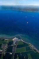 Belt: DEUTSCHLAND, 07.06.2005: Der Fehmarnbelt ist die Meerenge zwischen den Inseln Fehmarn (Deutschland) und Lolland (Daenemark) in der westlichen Ostsee. Beide Inseln bilden mit den anliegenden Landkreisen (Kreis Ostholstein in Schleswig-Holstein und Storstrøms Amt in Daenemark) und der Stadt Luebeck die Fehmarnbeltregion, eine Europaregion. Die kuerzeste Verbindung ueber den Belt zwischen den Hafenstaedten Puttgarden (Deutschland) und Rødbyhavn (Daenemark) betraegt 18,6 km. Die Verbindungsstrecke der beiden Millionenstaedte Hamburg und Kopenhagen ueber den Fehmarnbelt ist die kuerzeste und umweltfreundlichste Verbindung von Westeuropa nach Suedskandinavien. Bruecke, Planung, Verkehrsweg, Zukunft..