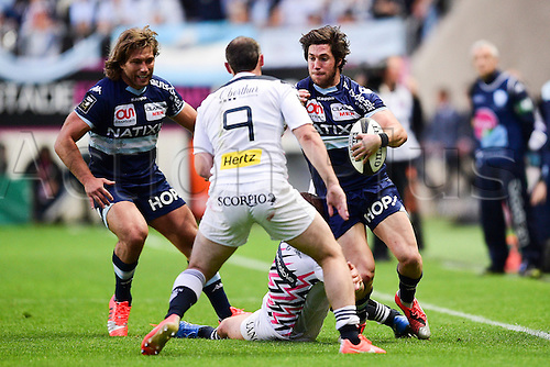 29.05.2015. Paris, France. Top 14 rugby playoff. Stade Francais versus Racing Metro.  Julien Dupuy (Stade Francais) fronted by Maxime MACHENAUD and Dimitri SZARZEWSKI (RM92)