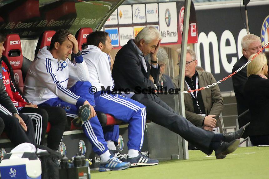 Trainer Bert van Marwijk (HSV) frustriert über das verpatzte Debüt - Eintracht Frankfurt vs. Hamburger SV, Commerzbank Arena