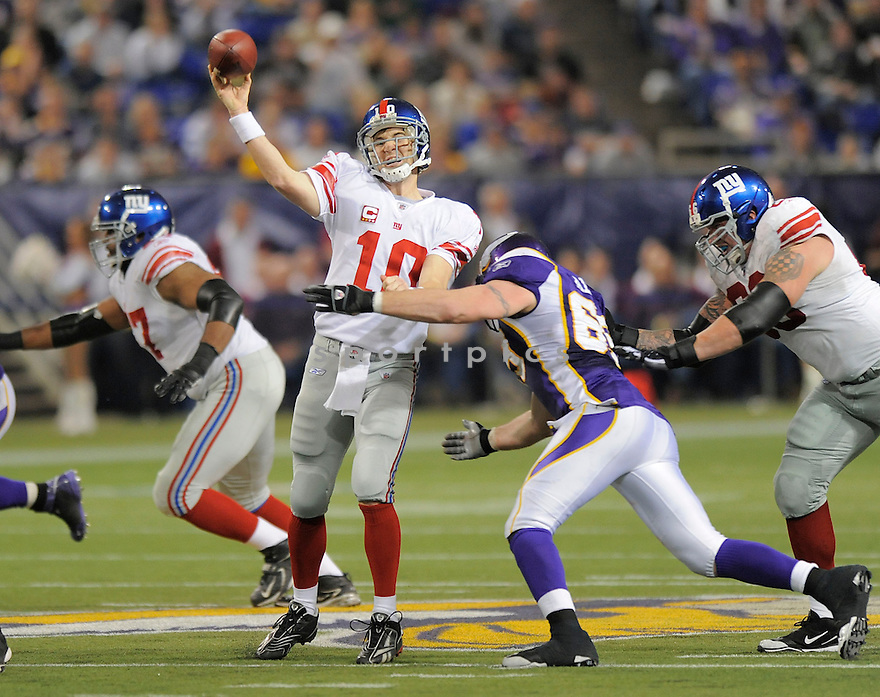 ELI MANNING, of the New York Giants , in action during the Giants  game against the Minnesota Vikings on December 28, 2008 in Minneapolis, MN...Vikings win 20-19