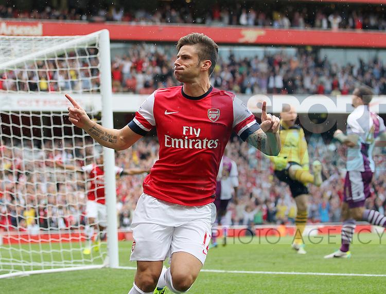 Arsenal's Olivier Giroud celebrates scoring his sides opening goal<br /> <br /> Arsenal v Aston Villa  - Barclays Premiership - Emirates Stadium - London - England -17/08/2013  - Pic David Klein/Sportimage