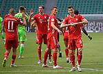 27.06.2020, Fussball: nph00001 1. Bundesliga 2019/2020, 34. Spieltag, VfL Wolfsburg - FC Bayern Muenchen, in der Volkswagen-Arena Wolfsburg. Jubel (L-R) Michael Cuisance (Bayern MŸnchen), Leon Goretzka (Bayern MŸnchen), Benjamin Pavard (Bayern MŸnchen) und TorschŸtze Robert Lewandowski (Bayern MŸnchen) zum Tor zum 0:3 per Foulelfmeter<br /><br />Foto: Bernd Feil/M.i.S./ /Pool/nordphoto<br /><br />Nur fŸr journalistische Zwecke! Only for editorial use! <br /><br />GemŠ§ den Vorgaben der DFL Deutsche Fussball: nph00001 Liga ist es untersagt, in dem Stadion und/oder vom Spiel angefertigte Fotoaufnahmen in Form von Sequenzbildern und/oder videoŠhnlichen Fotostrecken zu verwerten bzw. verwerten zu lassen. DFL regulations prohibit any use of photographs as image sequences and/or quasi-video.    <br /><br />National and international NewsAgencies OUT.