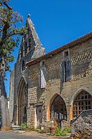 France, Lot, (46), Montcabrier: l' Église Saint-Louis  et lesmaisons médiévales de la place de la Bastide // France, Lot, Montcabrier: Saint-Louis church  and the medieval houses of the Place de la Bastide