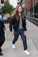 NEW YORK, NY - OCTOBER 9: Tom Payne  at BUILD SERIES on October 9, 2018 in New York City. <br /> CAP/MPI99<br /> &copy;MPI99/Capital Pictures