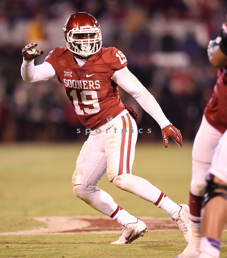 Oklahoma Sooners Eric Striker (19) during a game against the Texas Christian Horned Frogs on November 21, 2015 at Memorial Stadium in Norman, OK. Oklahoma beat Texas Christian 30-29.