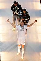 MADRID, ESPANHA, 25.05.2014 - COMEMORACAO REAL MADRID - Cristiano Ronaldo do Real Madrid comemoram a conquista da Liga dos Campeões no Estadio Santiago Bernabeu em Madri capital da Espanha, na noite deste domingo, 25.  Após a vitória no ultimo sabado por 4 a 1, na prorrogação, diante do Atlético de Madrid, no estádio da Luz, em Lisboa, Portugal. O Real conquistou a taça da Liga pela 10ª vez. (Foto: Cesar Cebolla / Alfaqui / Brazil Photo Press).